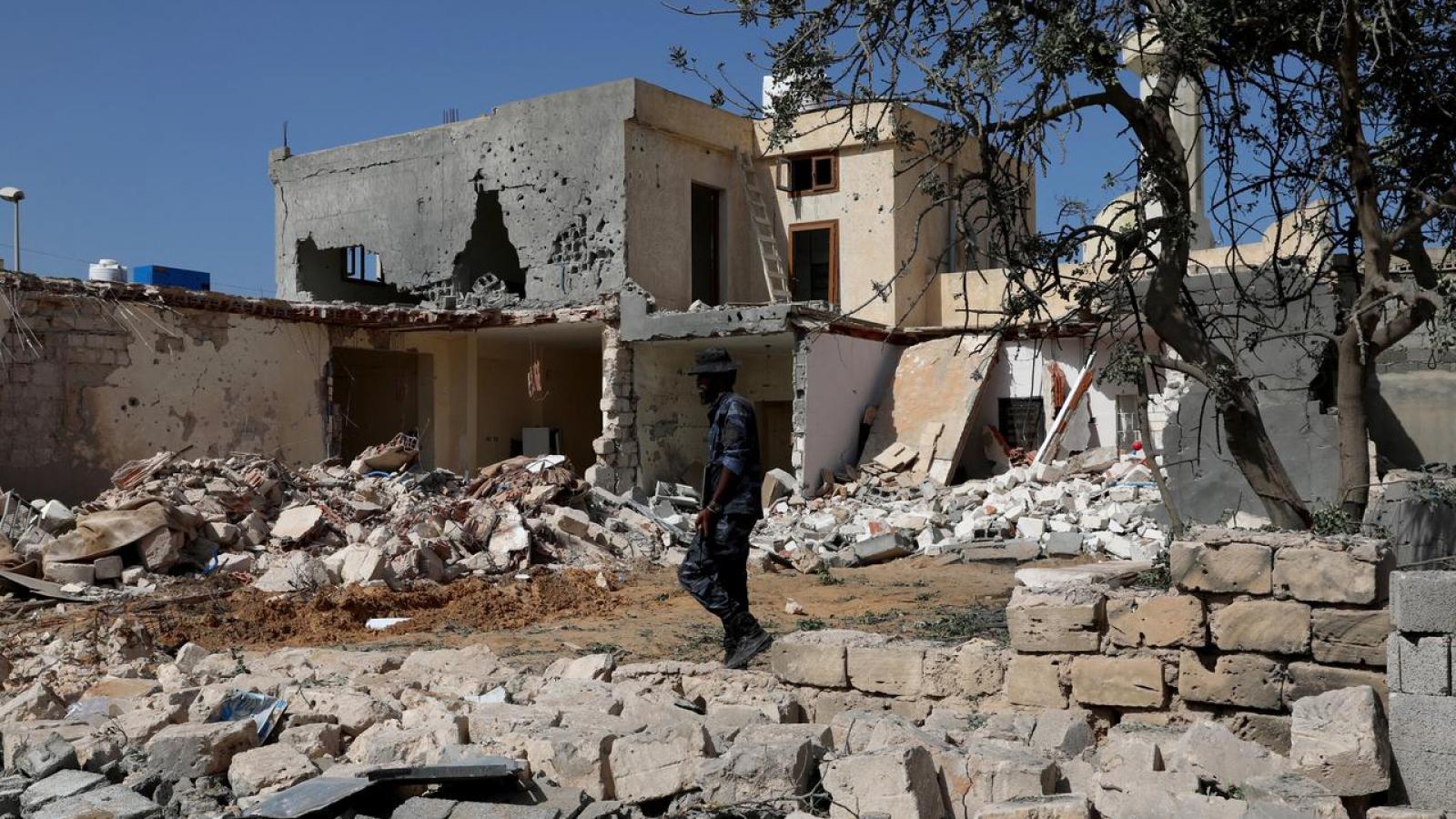"""""""Thùng thuốc súng"""" Libya có nguy cơ thành """"Syria thứ hai'?"""