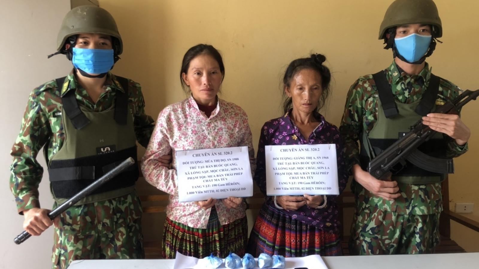 Biên phòng Sơn La bắt hai phụ nữ mua bán trái phép ma túy