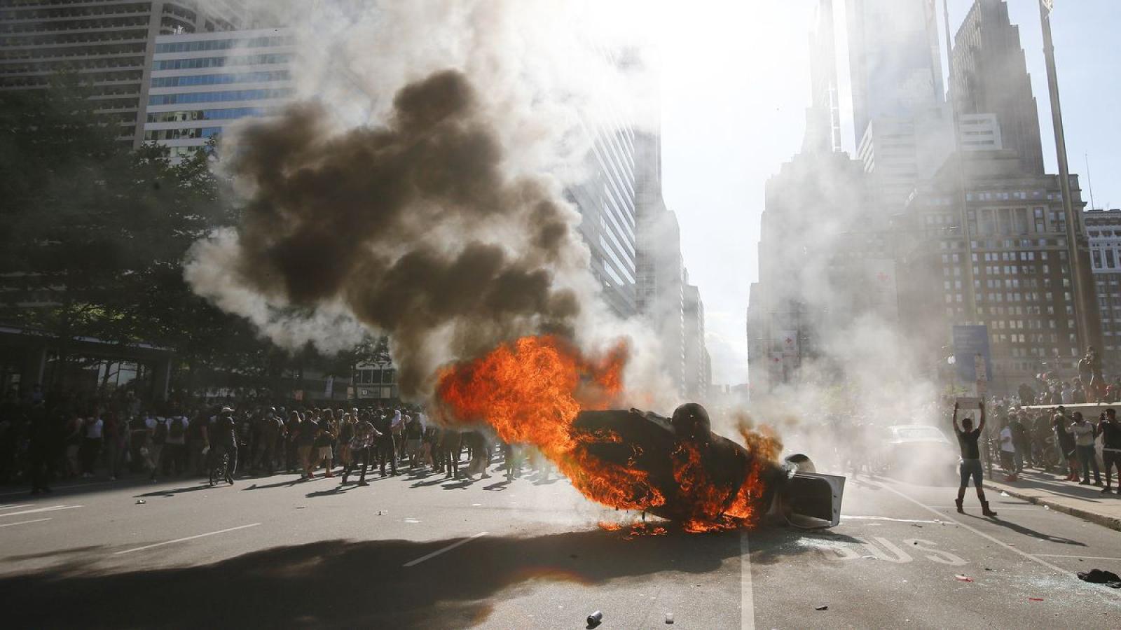 Mỹ khôi phục trật tự trong bối cảnh biểu tình diễn biến phức tạp