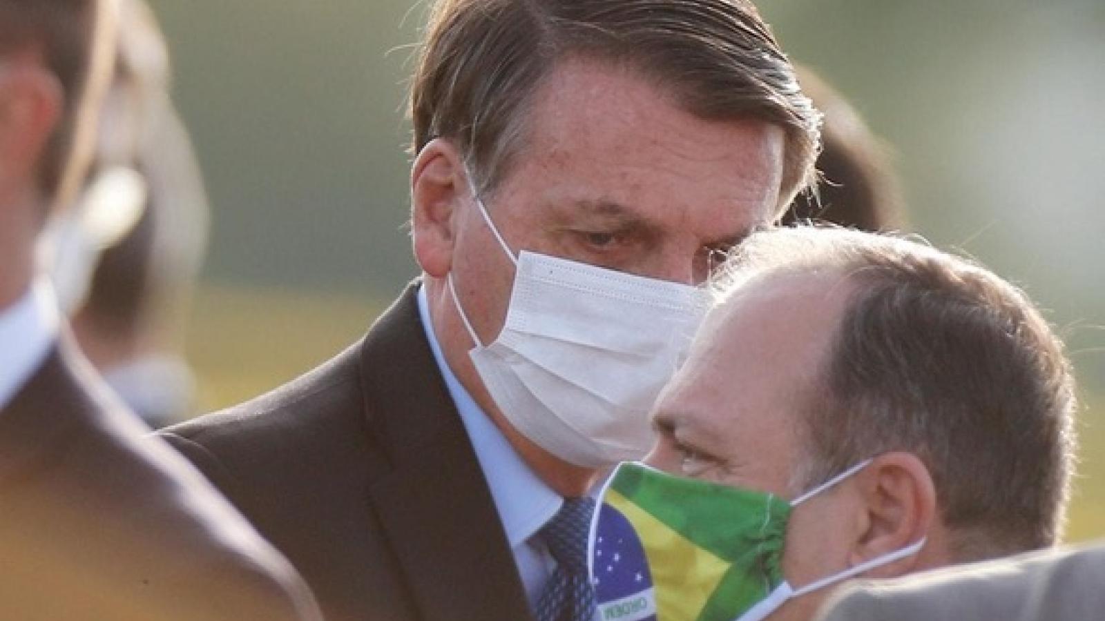 Số ca mắc Covid-19 tăng vọt, Brazil thắt chặt quy định khẩu trang