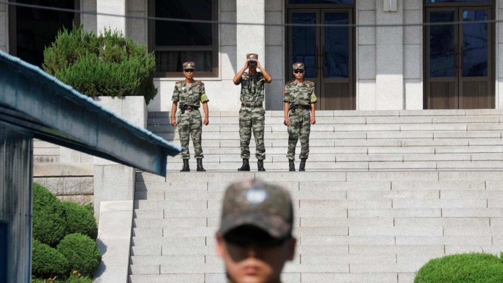 """Hàn Quốc """"thở phào"""" khi Triều Tiên bảo lưu kế hoạch hành động quân sự"""