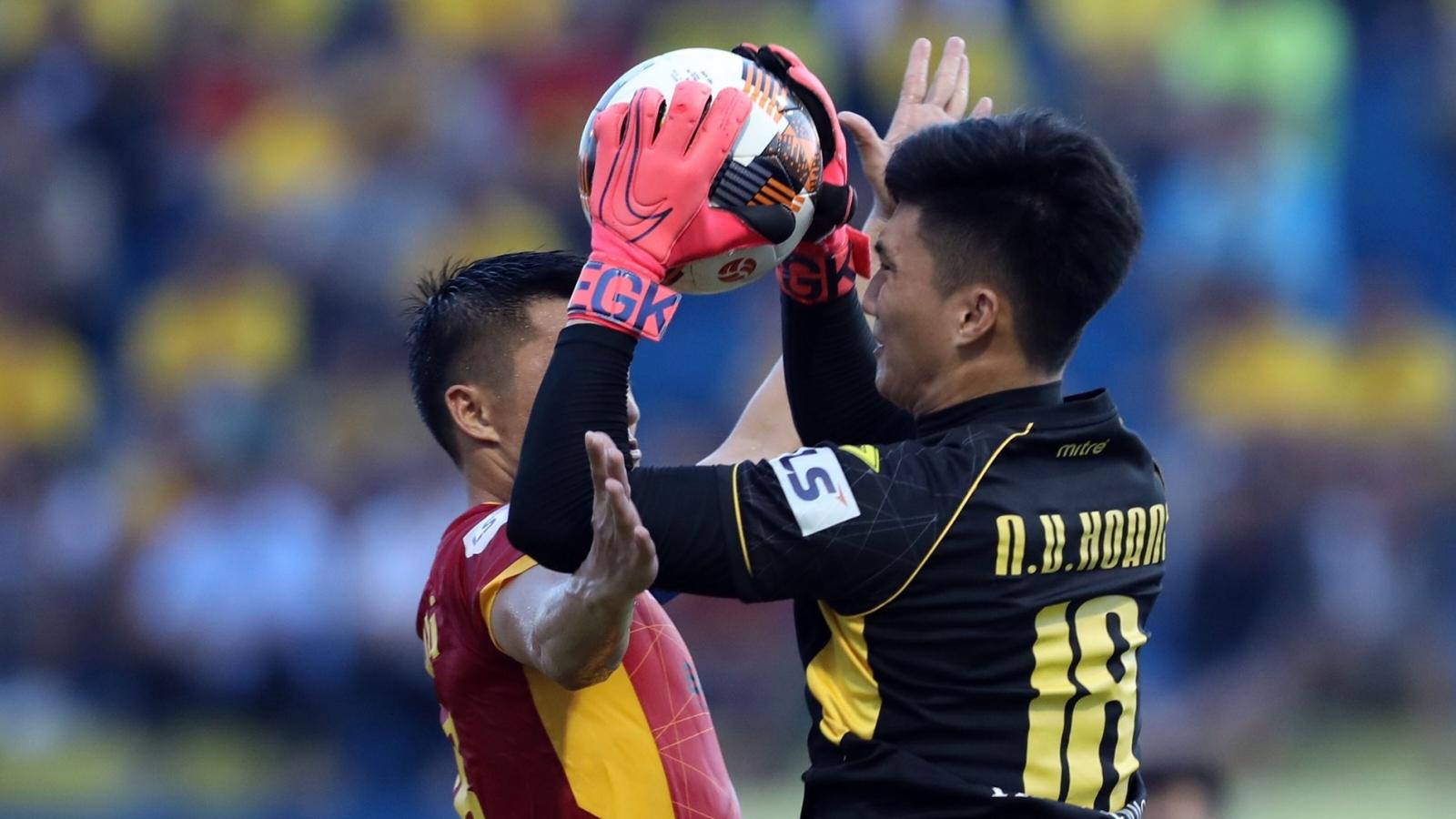 Top 5 pha cứu thua xuất thần ở vòng 4 V-League 2020