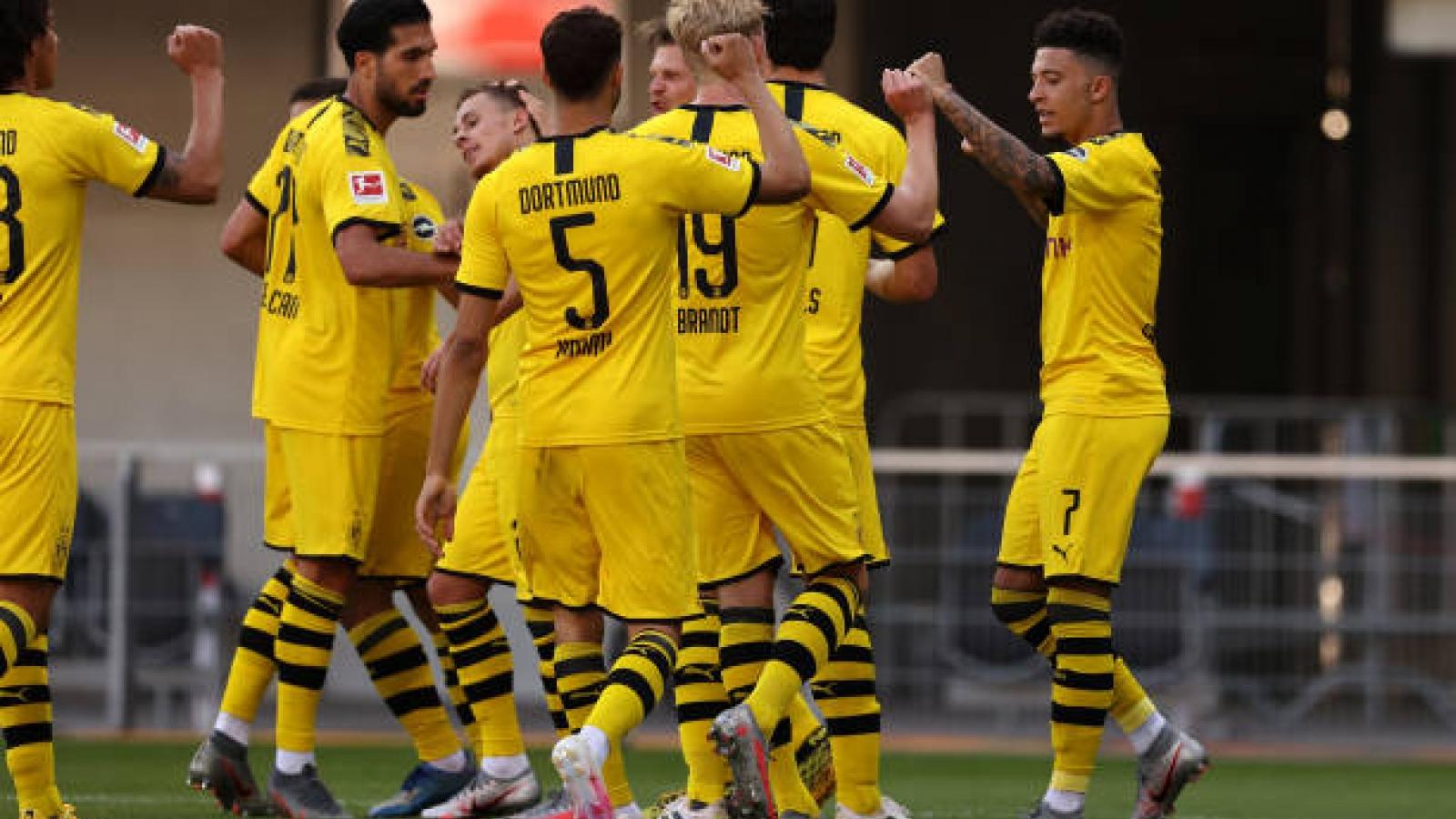 Sancho lập hat-trick, Dortmund sống lại hi vọng vô địch