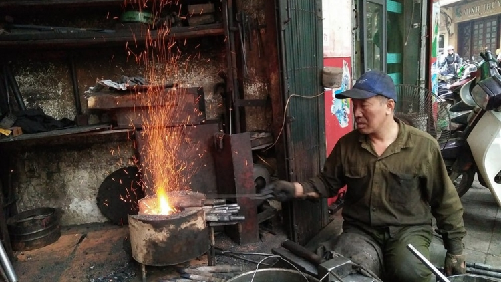 Chuyện chưa kể về người thợ rèn cuối cùng trên phố Lò Rèn