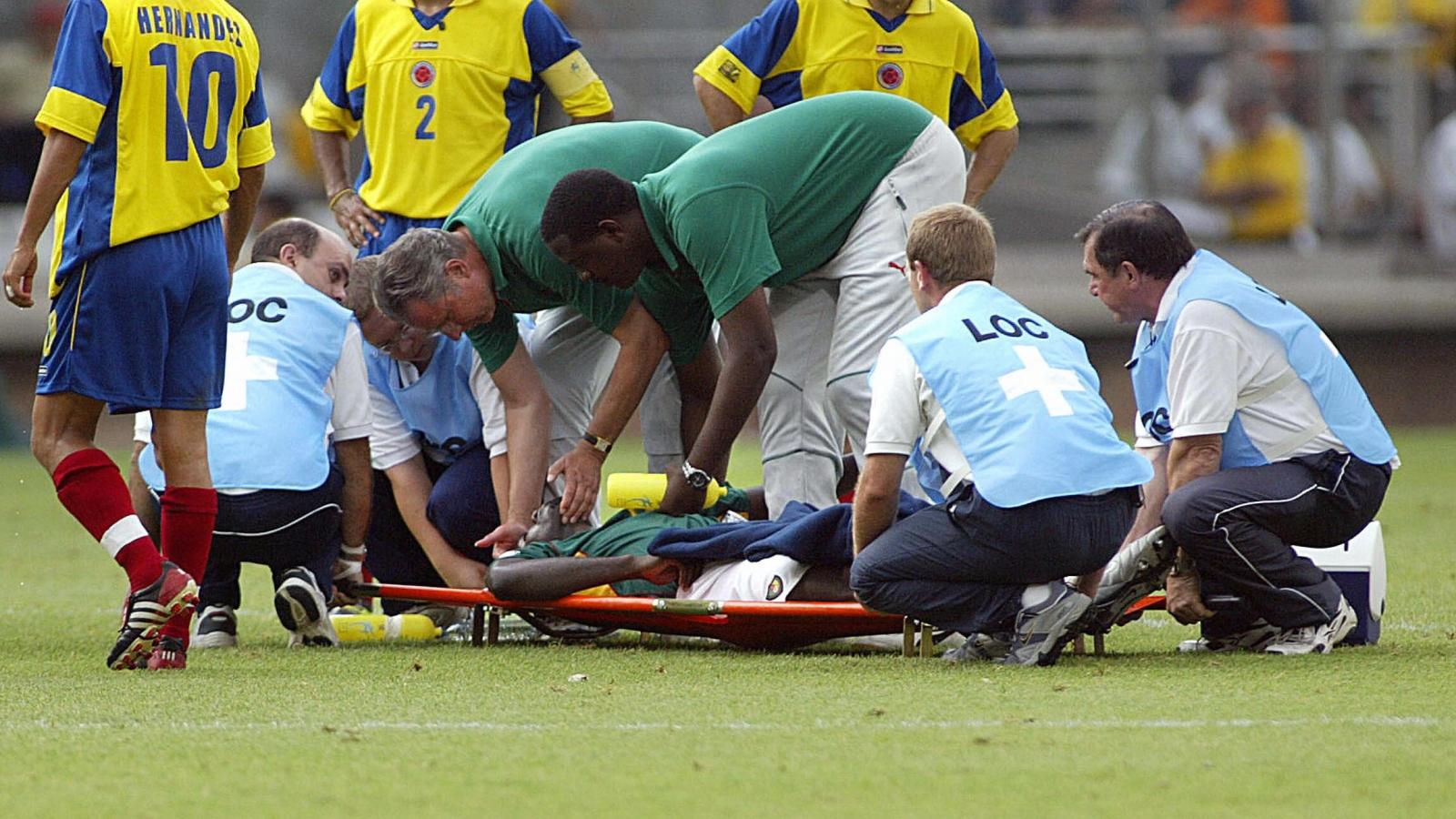 Ngày này năm xưa: Tuyển thủ Cameroon đột tử khi đang thi đấu