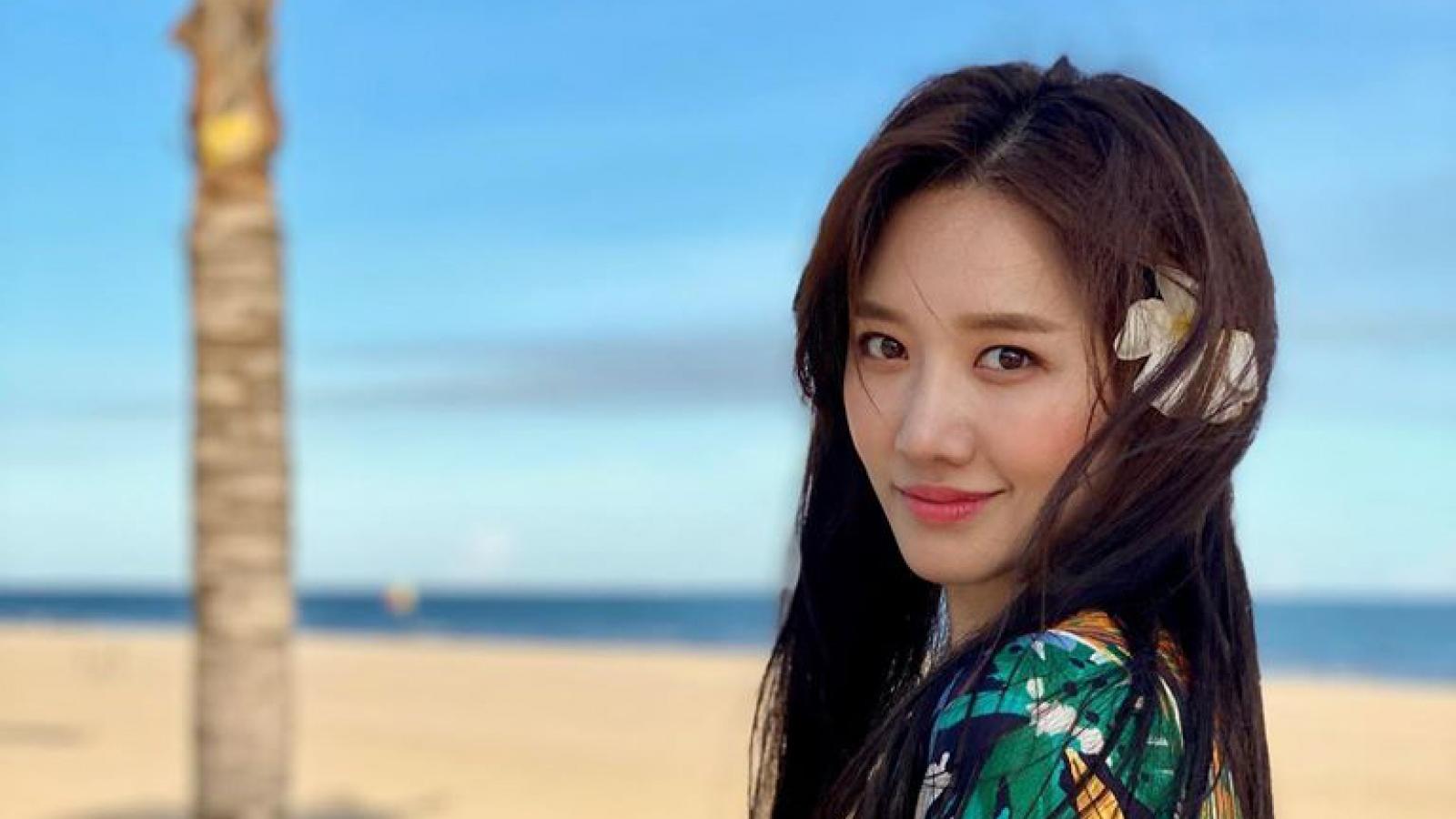 Hari Won đẹp dịu dàng trong bộ ảnh mùa hè do ông xã Trấn Thành chụp
