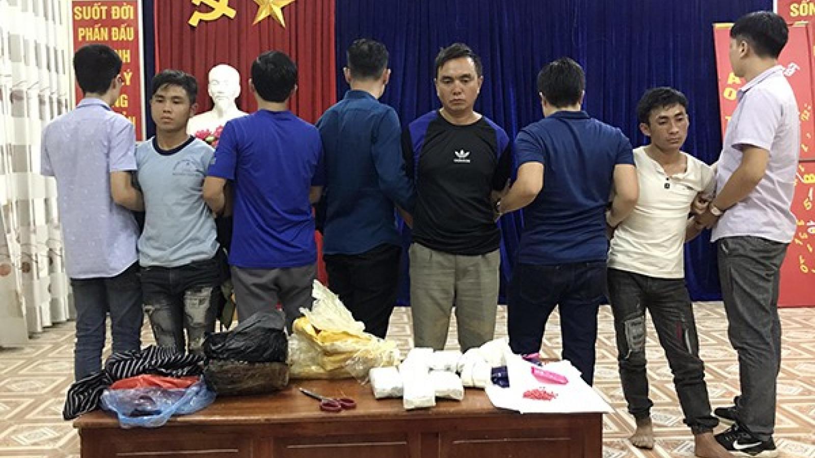 Bắt giữ 3 đối tượng chở 18.000 viên ma túy từ Điện Biên sang Lào Cai