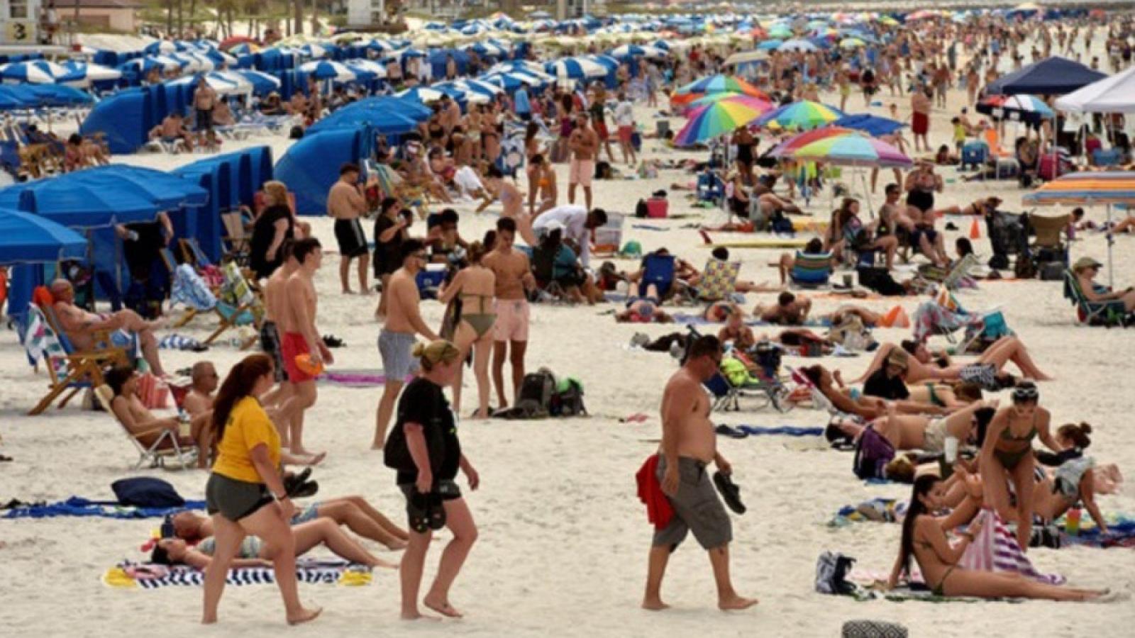 Mexico thêm gần 3.500 ca Covid-19 sau khi mở cửa các bãi biển du lịch