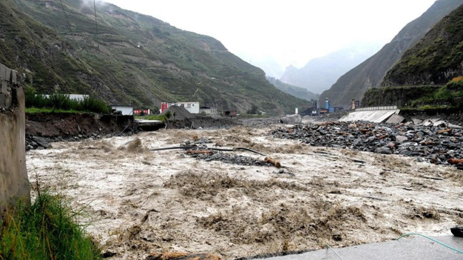 Trung Quốc tiếp tục ban hành cảnh báo mưa lớn và thiên tai