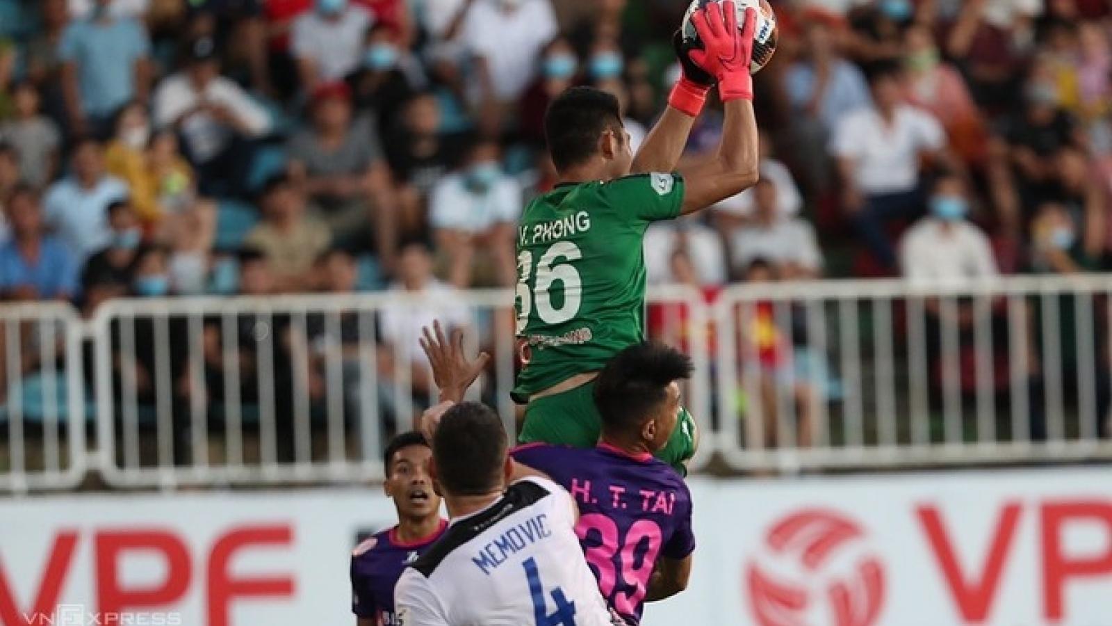 """VIDEO: Pha va chạm """"rợn tóc gáy"""" trong trận HAGL 1-1 Sài Gòn FC"""