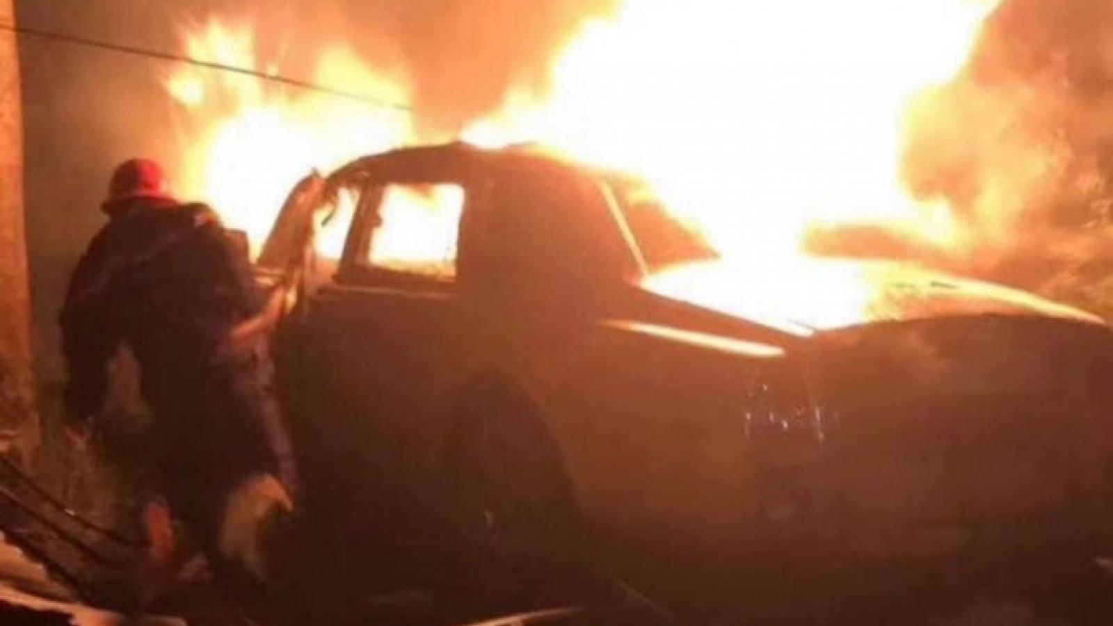 Va chạm khi lưu thông tốc độ cao, xe Rolls Roycle bốc cháy dữ dội