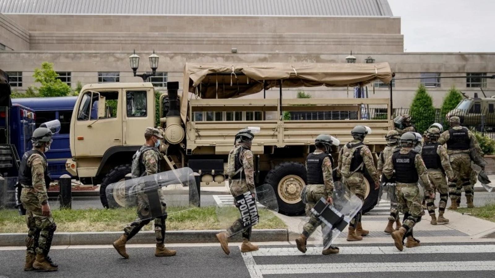 Thủ đô Washington yêu cầu Tổng thống Trump rút quân khỏi đây