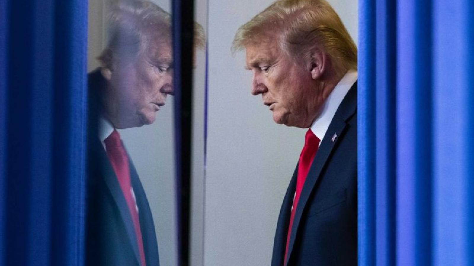 Bầu cử Mỹ 2020: Tài đánh lạc hướng của Trump và thế khó của Biden