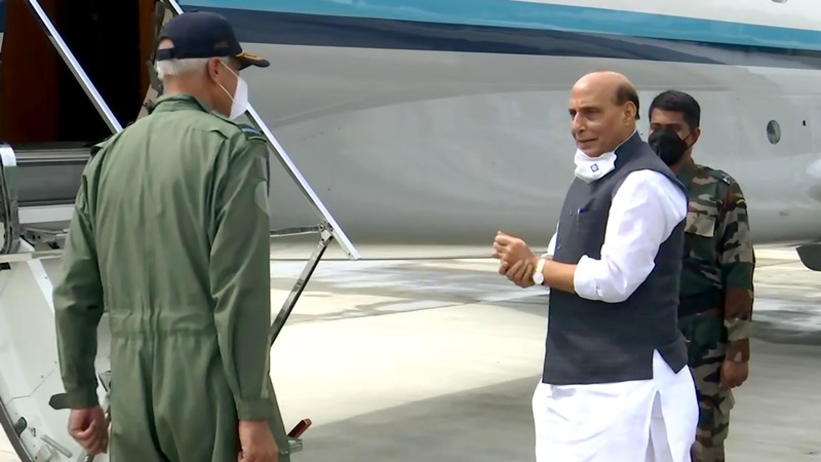 Bộ trưởng Quốc phòng Ấn Độ thăm Nga, giục sớm bàn giao vũ khí S-400