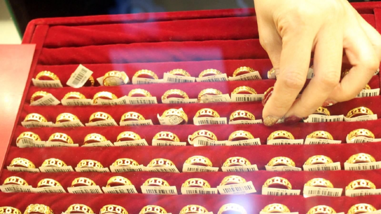 Giá vàng khó tăng cao dưới áp lực chốt lời mạnh