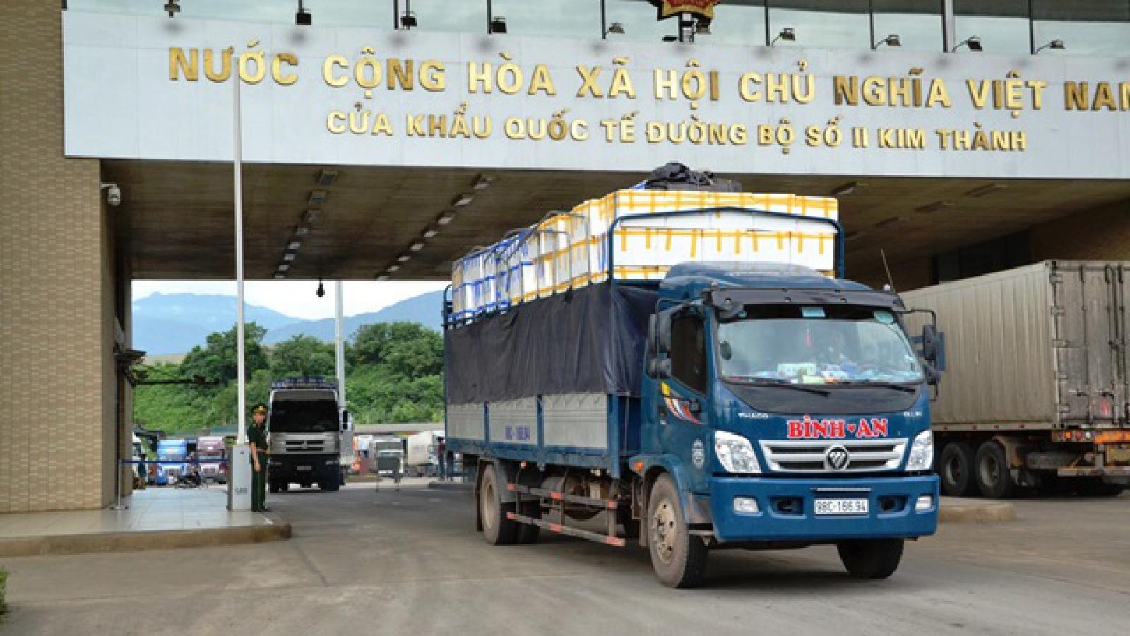 """Vải tươi được """"đặc cách"""" khi xuất qua cửa khẩu Lào Cai"""