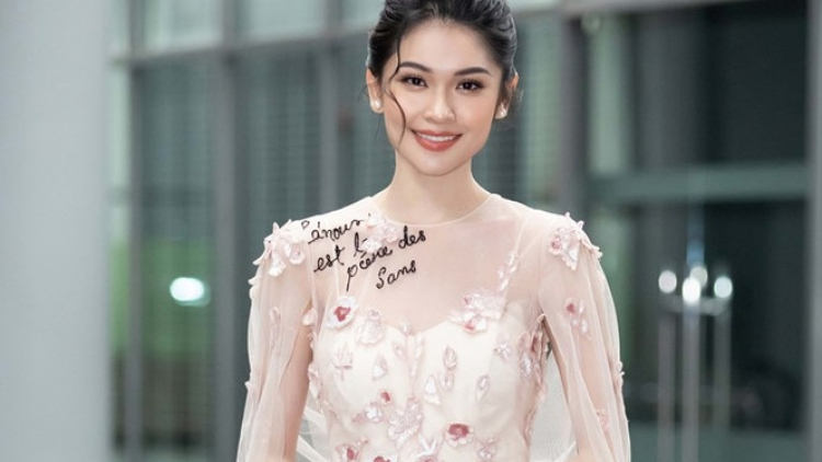 Á hậu Thuỳ Dung tự cách ly ở nhà 14 ngày sau khi ở sân bay Đà Nẵng