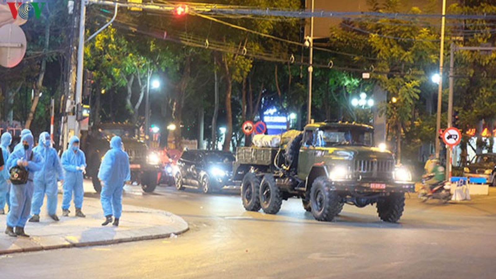 Quân đội khử trùng khu vực phong tỏa ở Đà Nẵng