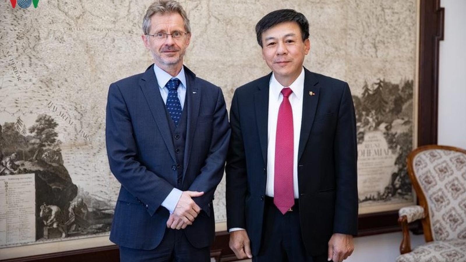 Đại sứ Việt Nam gặp gỡ lãnh đạo cấp cao Cộng hòa Séc