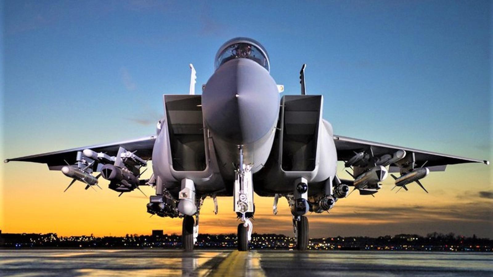 """""""Đại bàng thép"""" F-15 EX của Mỹ đáng sợ hơn khi có tên lửa siêu thanh"""