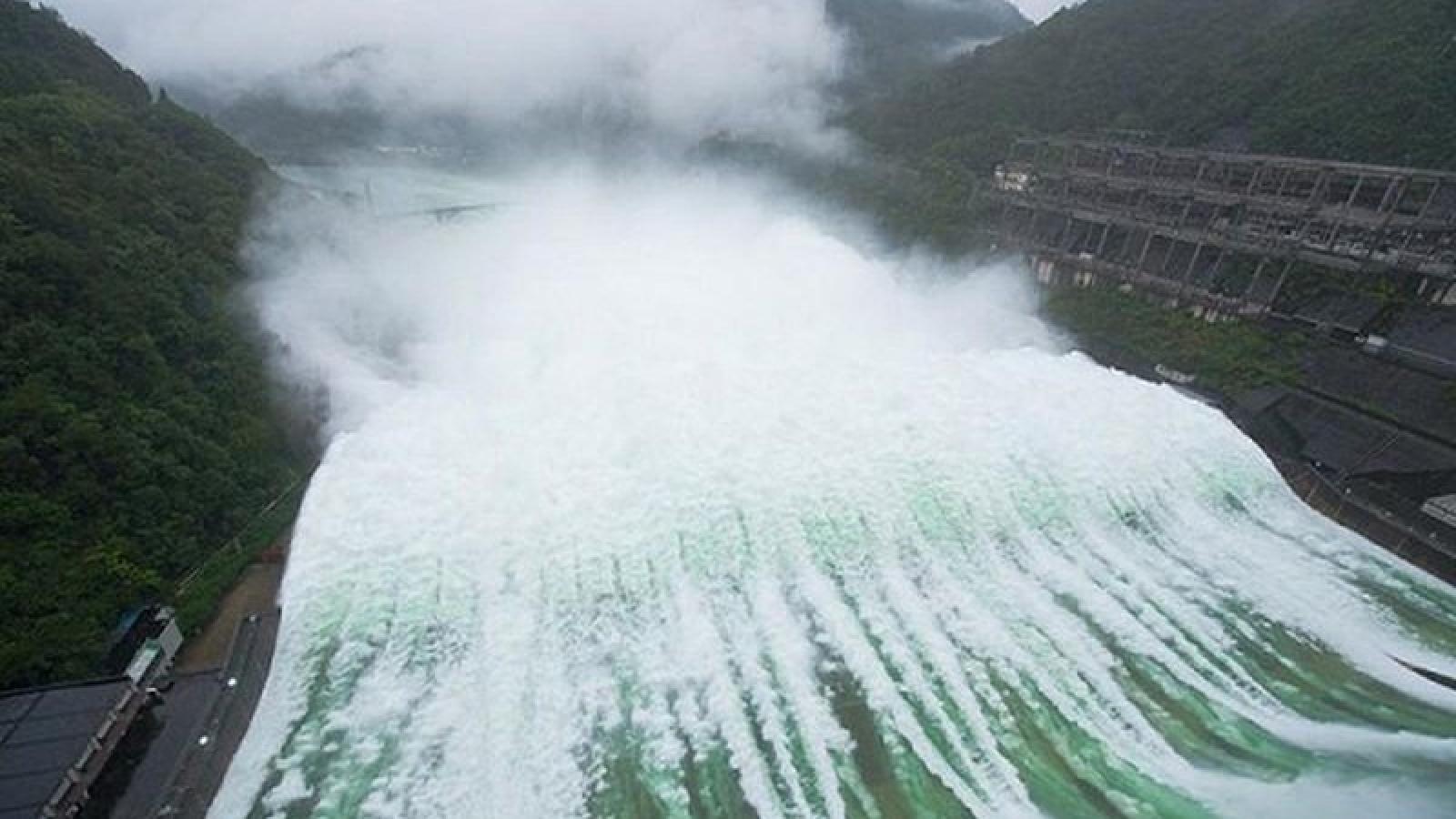Trung Quốc: Lũ số 3 xuất hiện trên sông Trường Giang