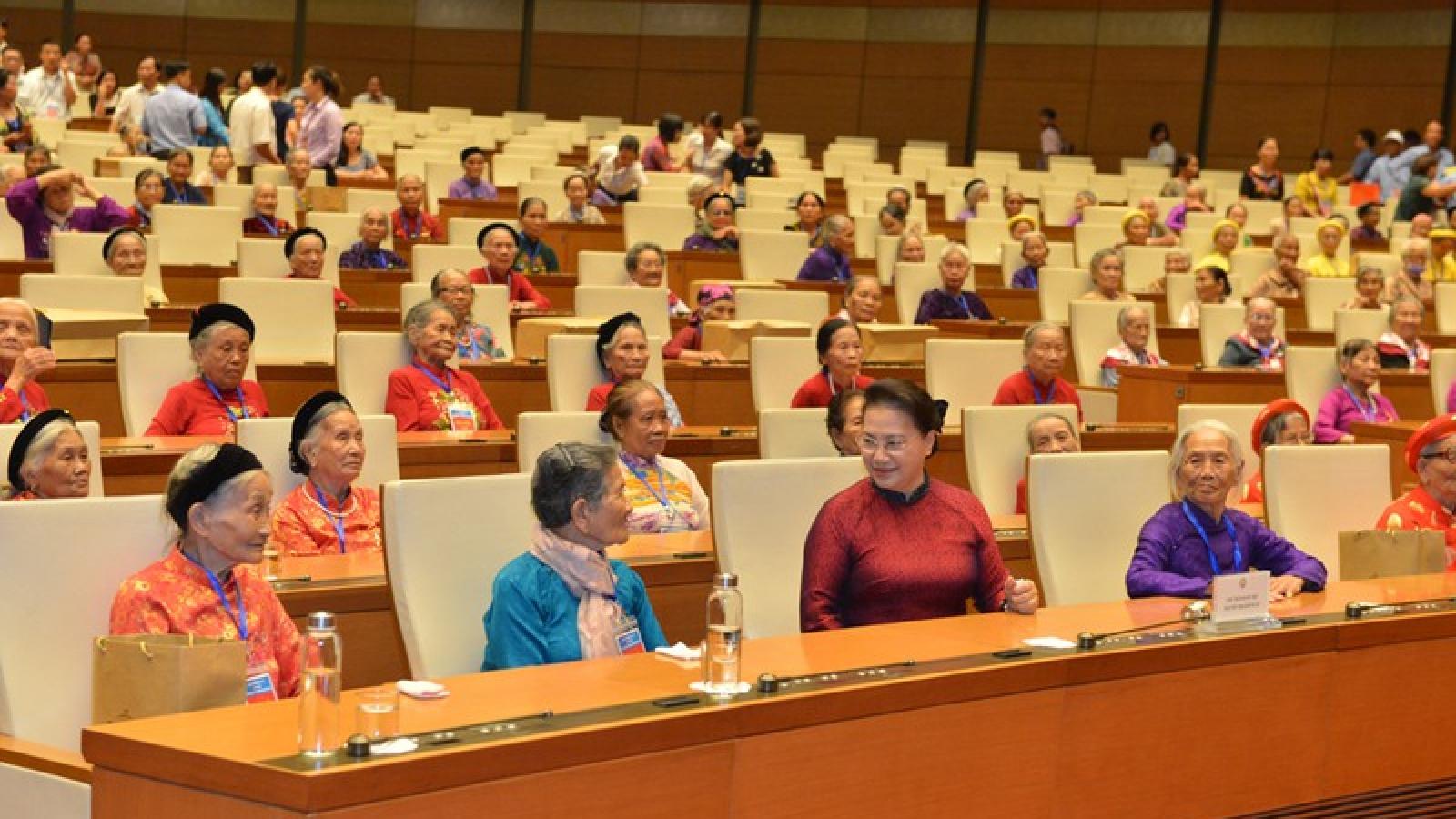 Chủ tịch Quốc hội gặp mặt các Mẹ Việt Nam Anh hùng