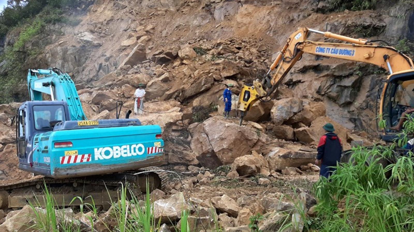 6.000 khối đất, đá sạt lở lấp kín đường đi Sìn Hồ - Lai Châu