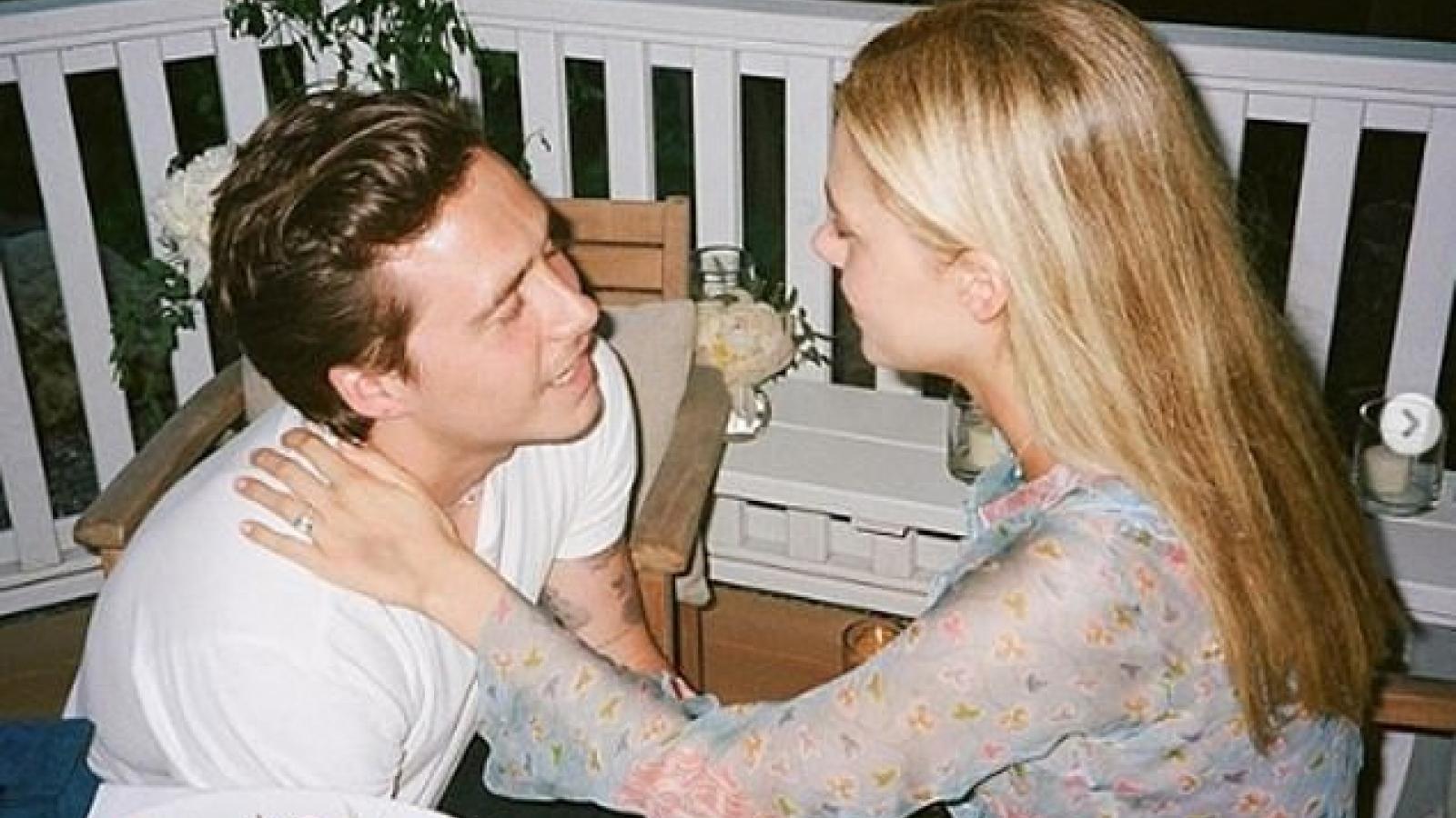 Cậu cả nhà Vic - Beck khoe ảnh quỳ gối cầu hôn bạn gái xinh đẹp