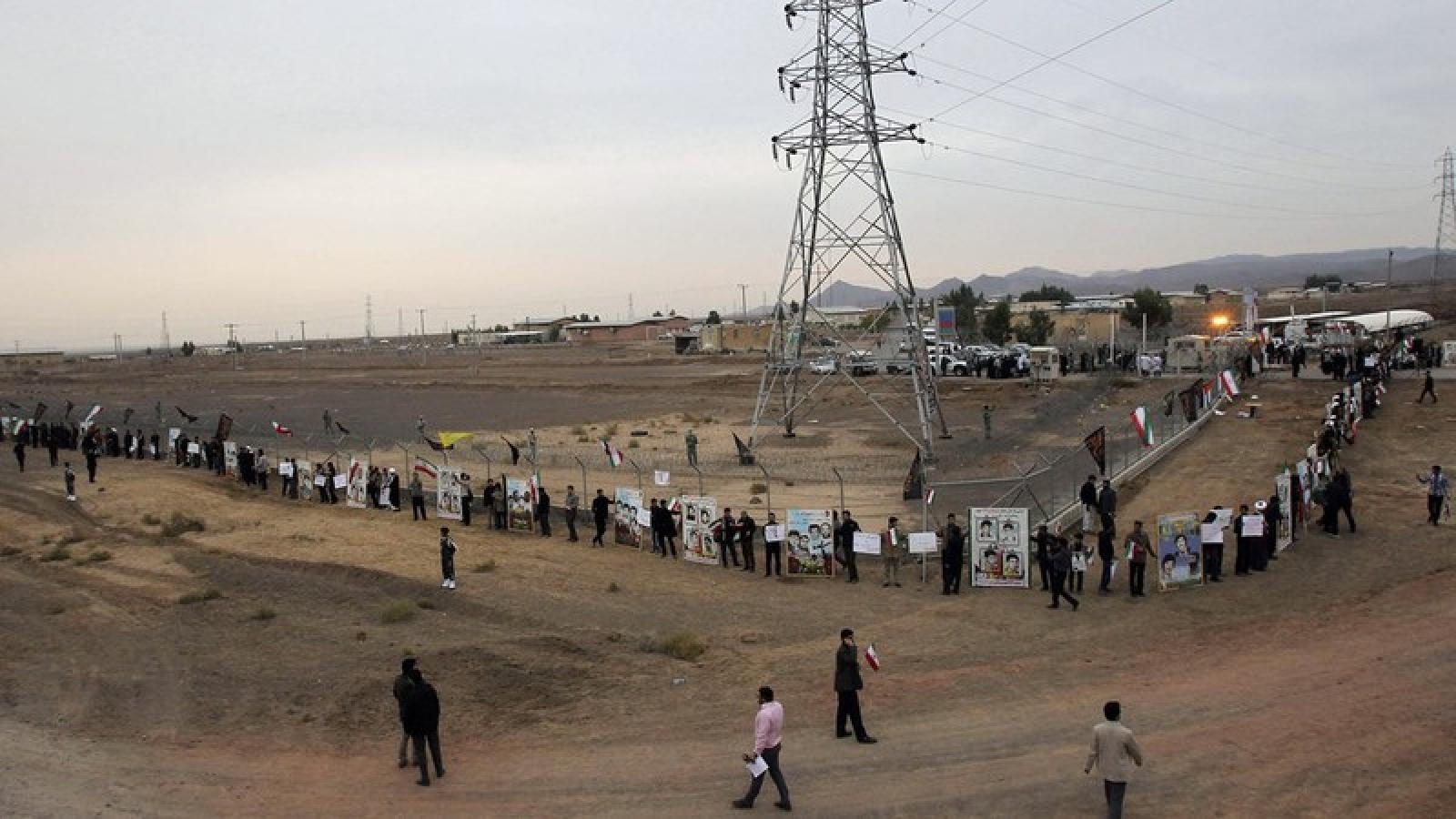 Nổ lớn tại nhà máy điện ở miền Trung Iran