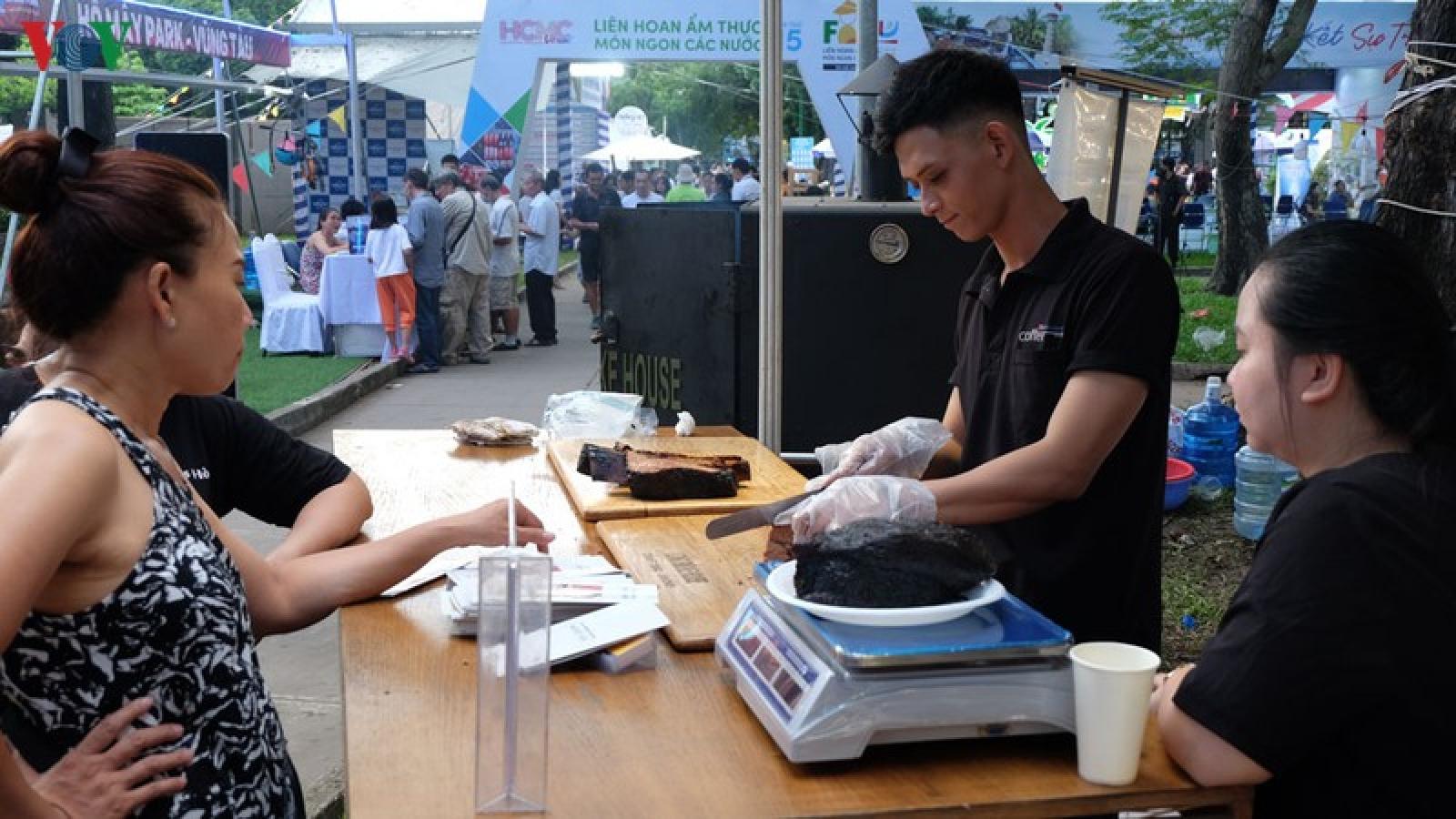 Ảnh: Độc đáo ẩm thực của các nước tại Ngày hội Du lịch TPHCM