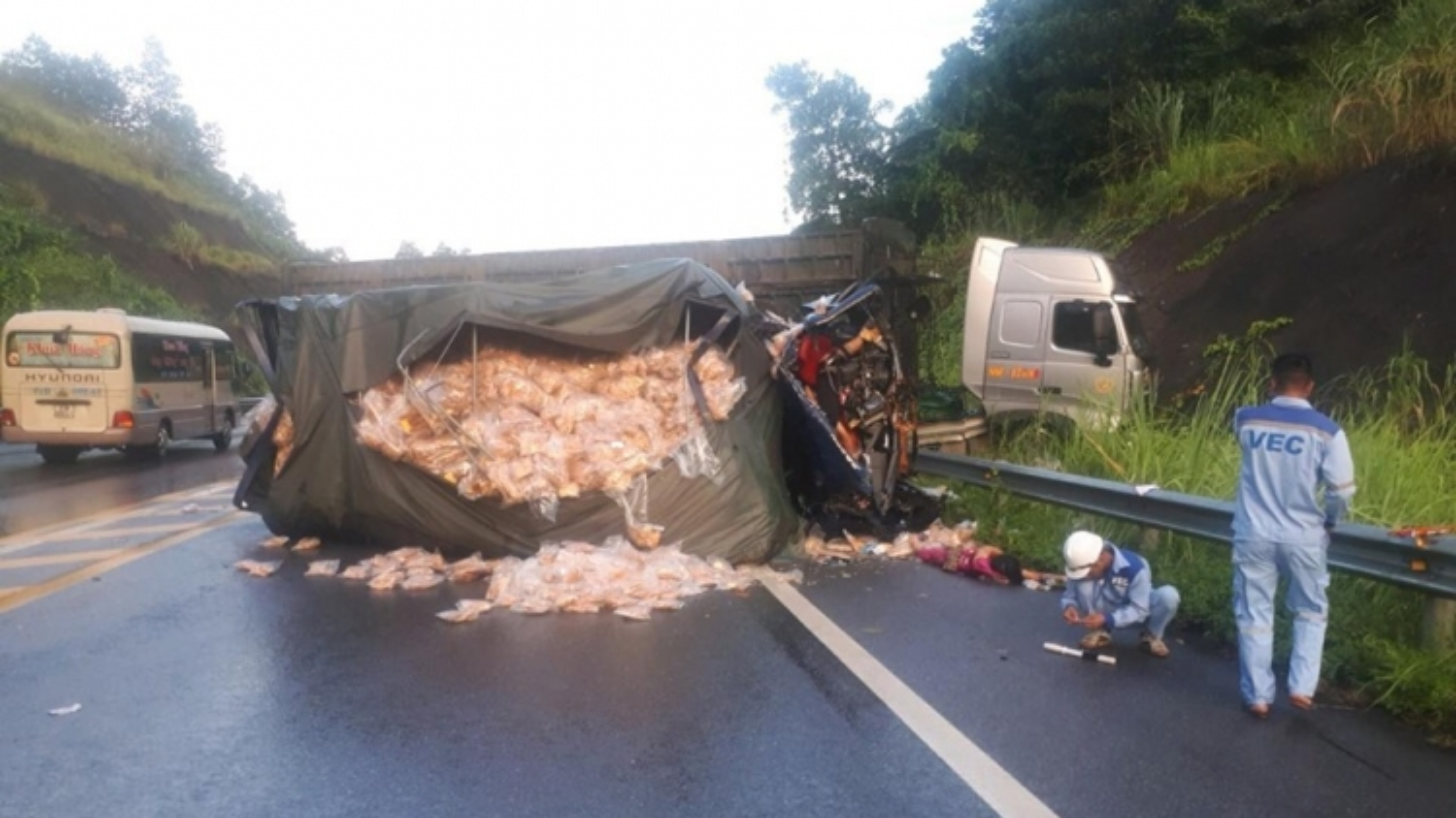 Tai nạn trên cao tốc Nội Bài – Lào Cai làm 2 người thiệt mạng