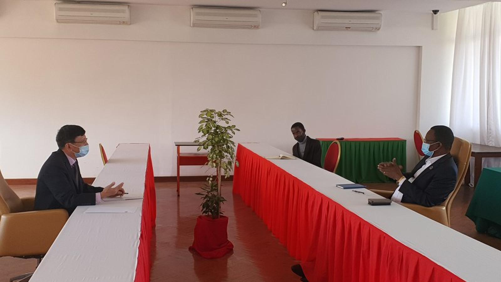 Mozambique đẩy mạnh quan hệ hợp tác với Đảng Cộng sản Việt Nam