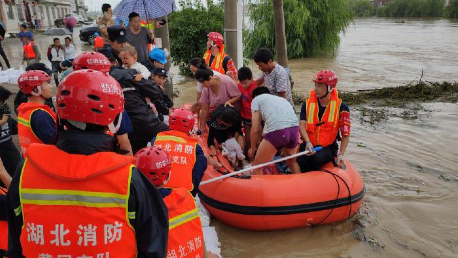 Trung Quốc hỗ trợ khẩn cấp 6 tỉnh thiệt hại nặng nề do mưa lũ kéo dài