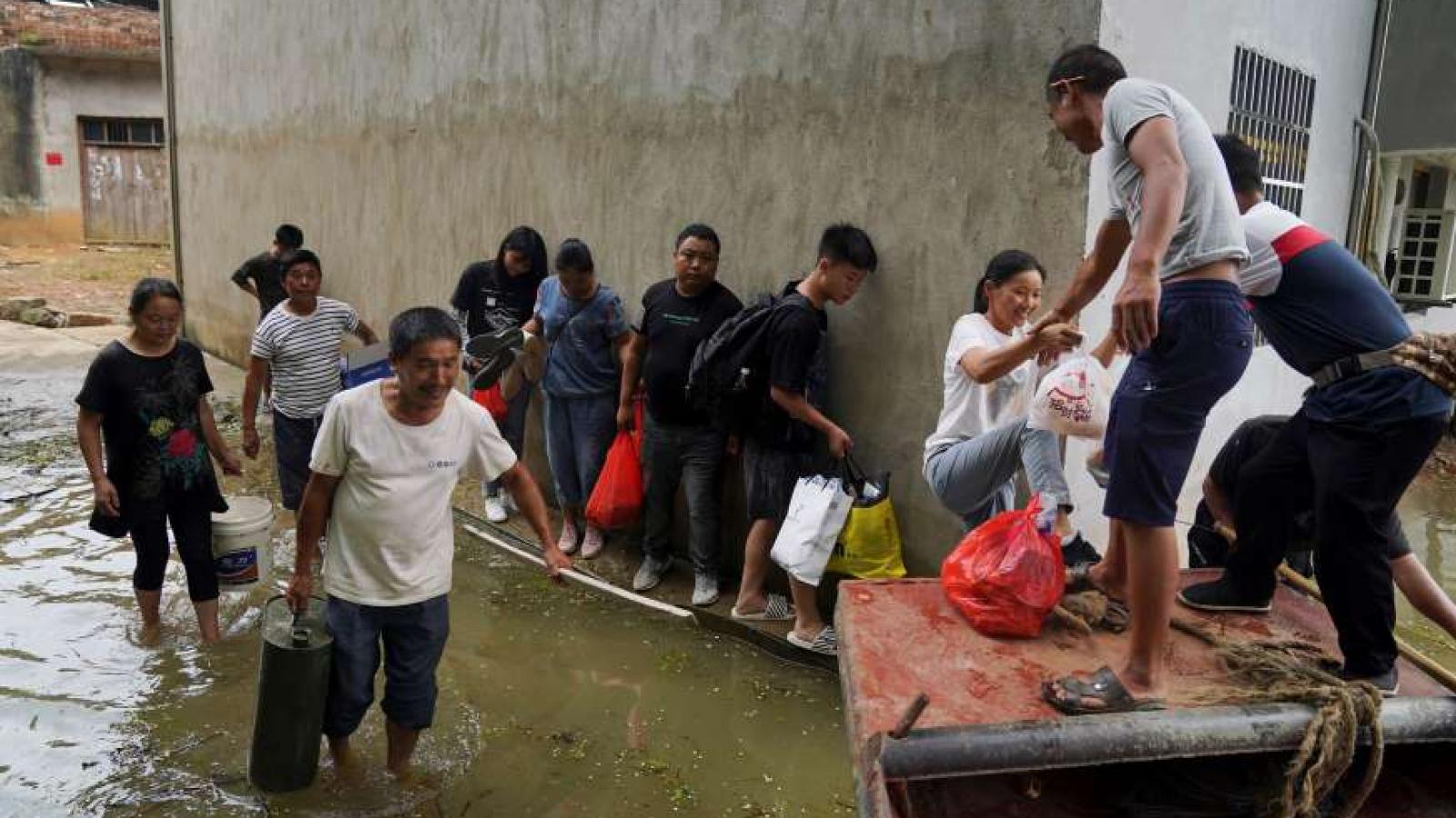 """Lũ lụt Trung Quốc: Hàng loạt địa phương """"báo động đỏ"""""""