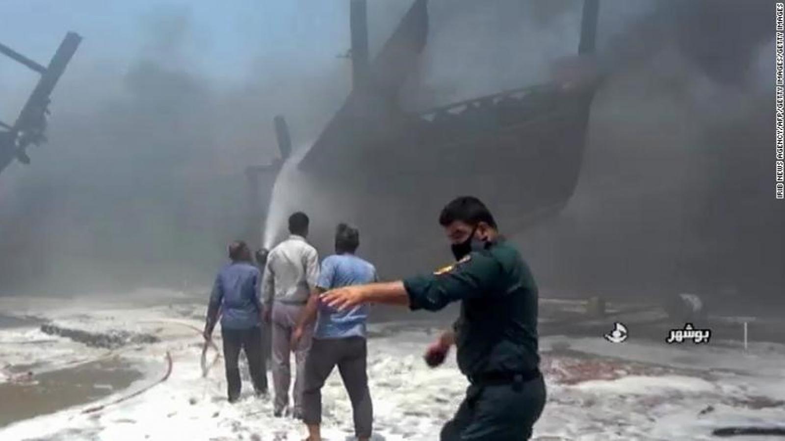 Video: Hàng loạt tàu Iran bốc cháy dữ dội, sự cố bất thường tiếp diễn