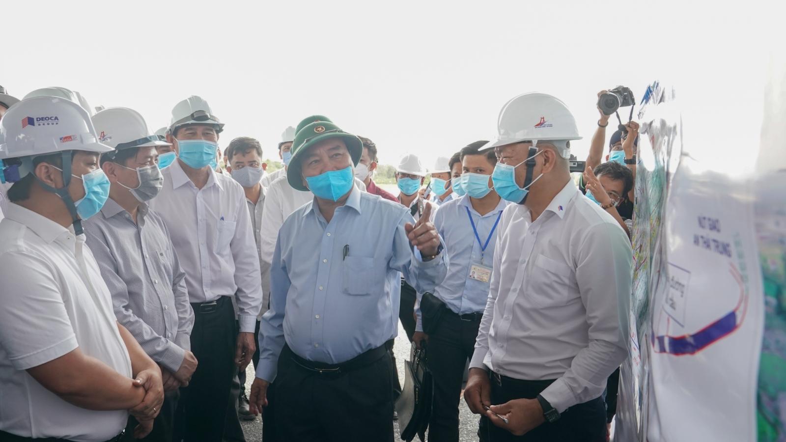 Thủ tướng kiểm tra tiến độ thi công cao tốc Trung Lương - Mỹ Thuận
