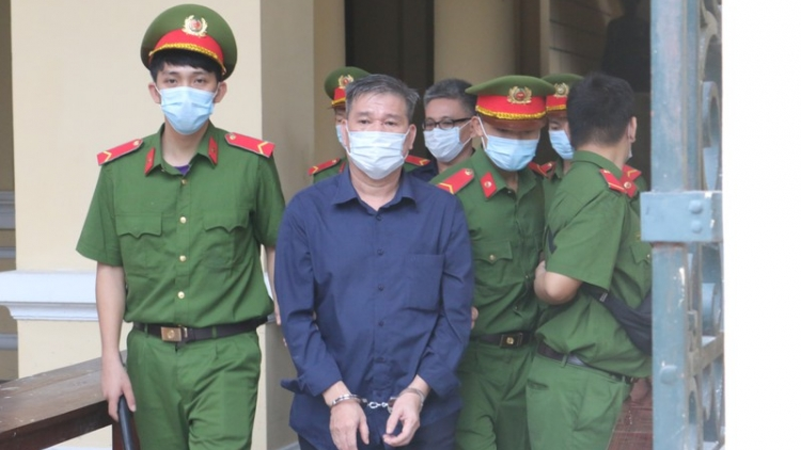 Đại gia Trầm Bê bị tuyên 3 năm tù, bằng một nửa mức án đề nghị