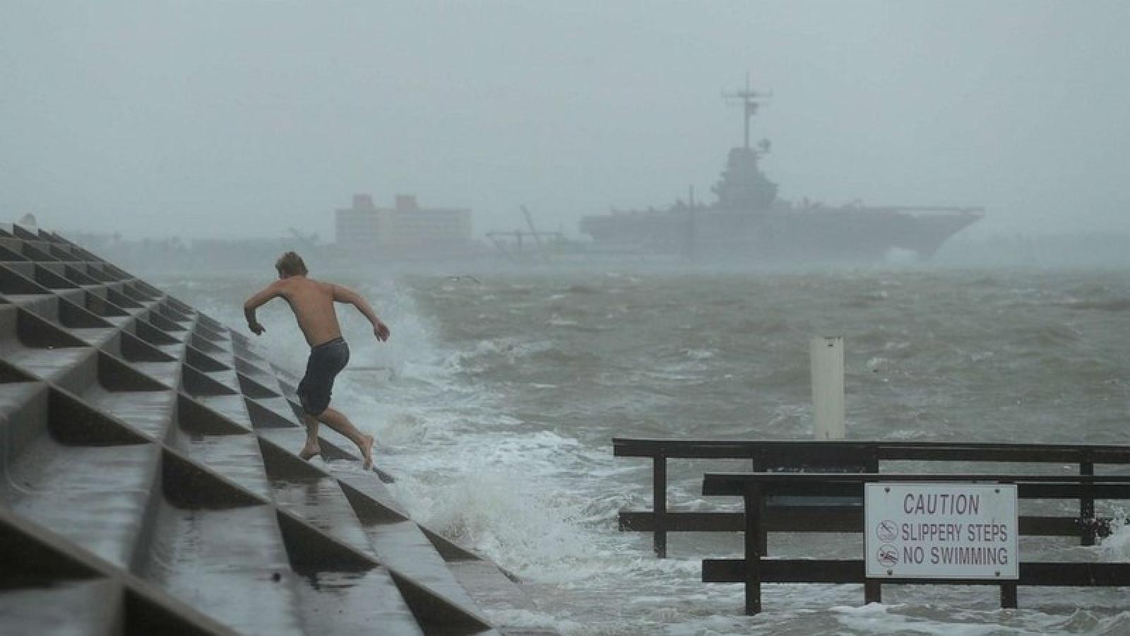 Texas (Mỹ) gồng mình chống thảm họa kép: Bão mạnh và dịch Covid-19