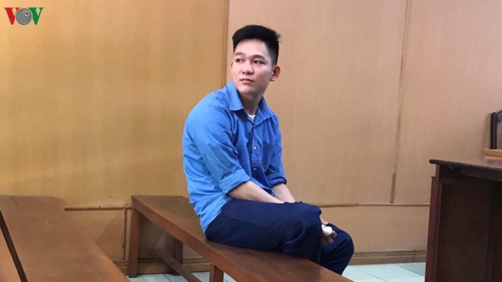 Cựu thiếu úy công an lãnh 18 tháng tù về tội cưỡng đoạt tài sản