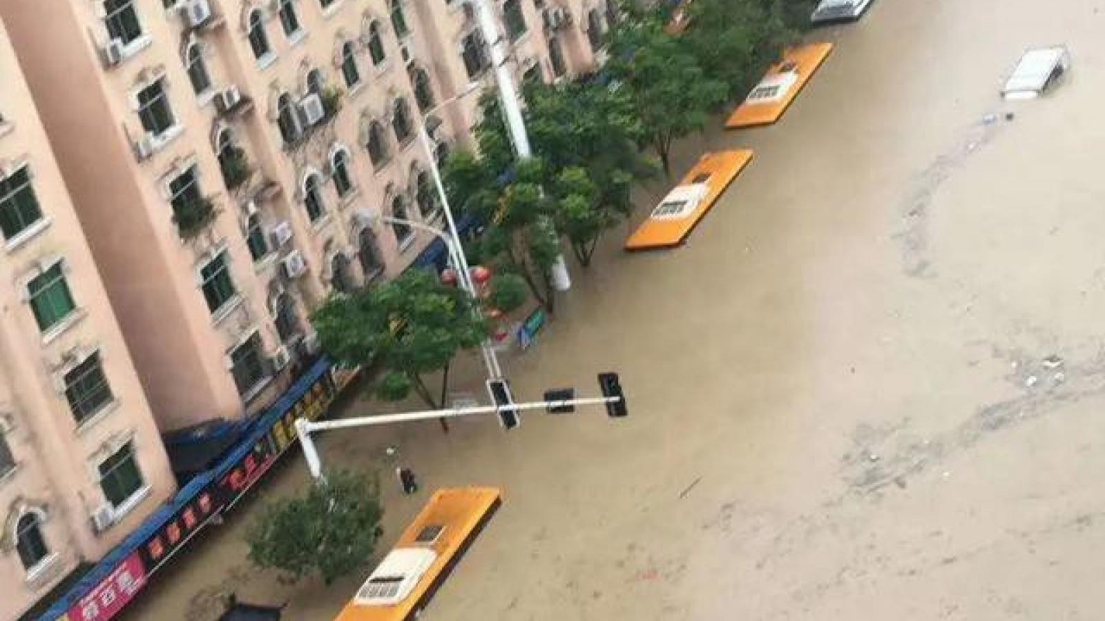 """Trung Quốc: Ân Thi, Hồ Bắc báo động phòng không, """"đại hồng thủy"""" ở Thái Hồ"""
