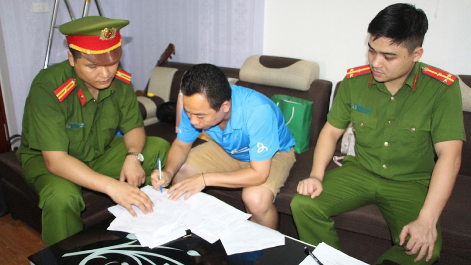 Bắt một cán bộ Ban Dân tộc tỉnh Nghệ An để điều tra hành vi tham ô