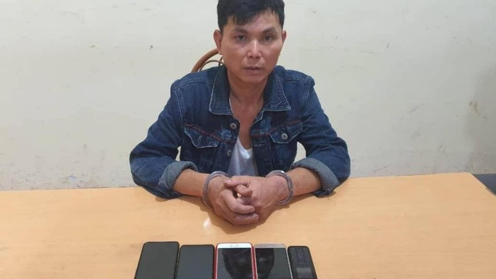 Bắt 1 đối tượng trộm cắp nhiều điện thoại của bệnh nhân