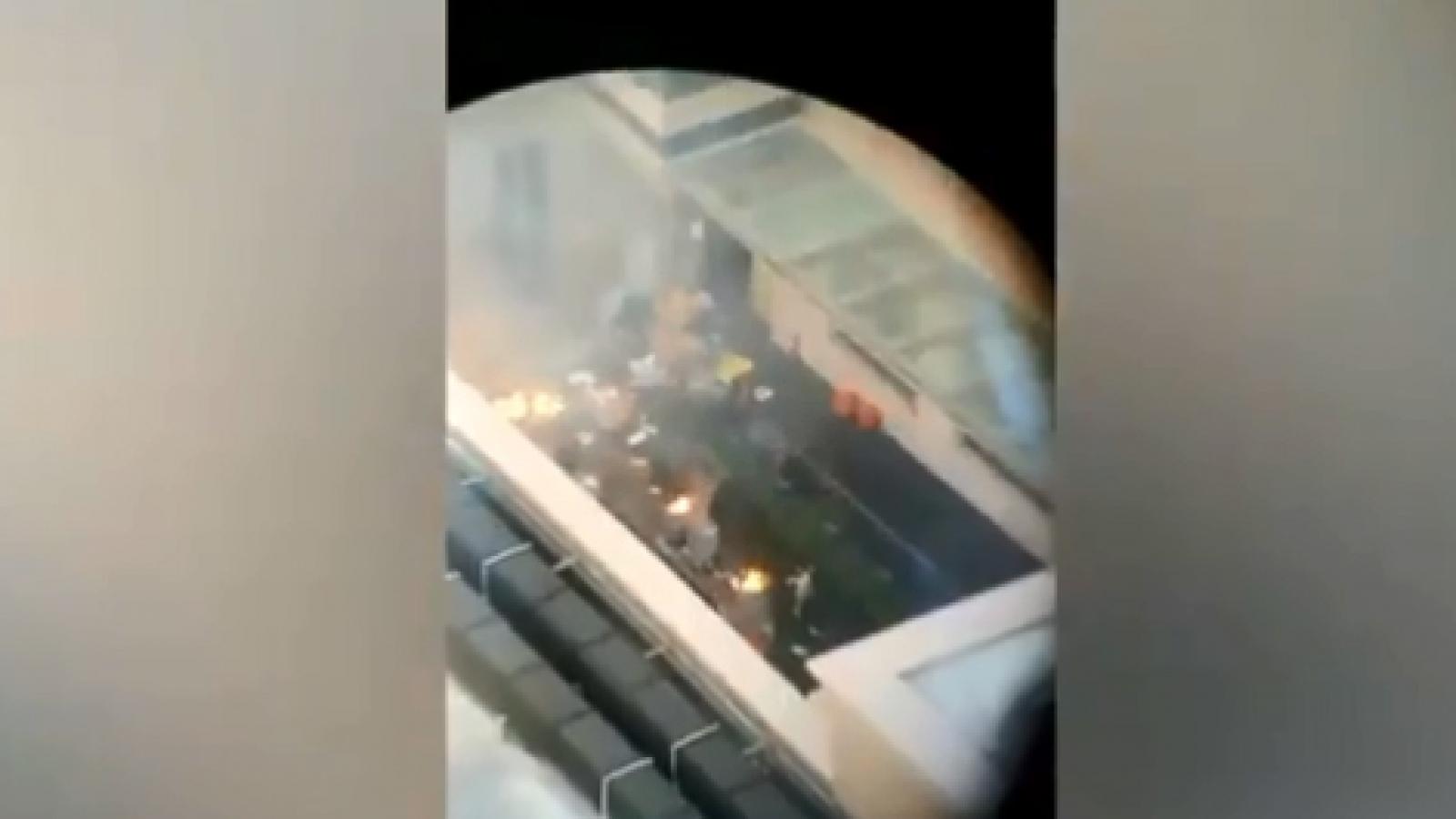Video: Khói bốc lên trong Tổng lãnh sự quán Trung Quốc tại Houston
