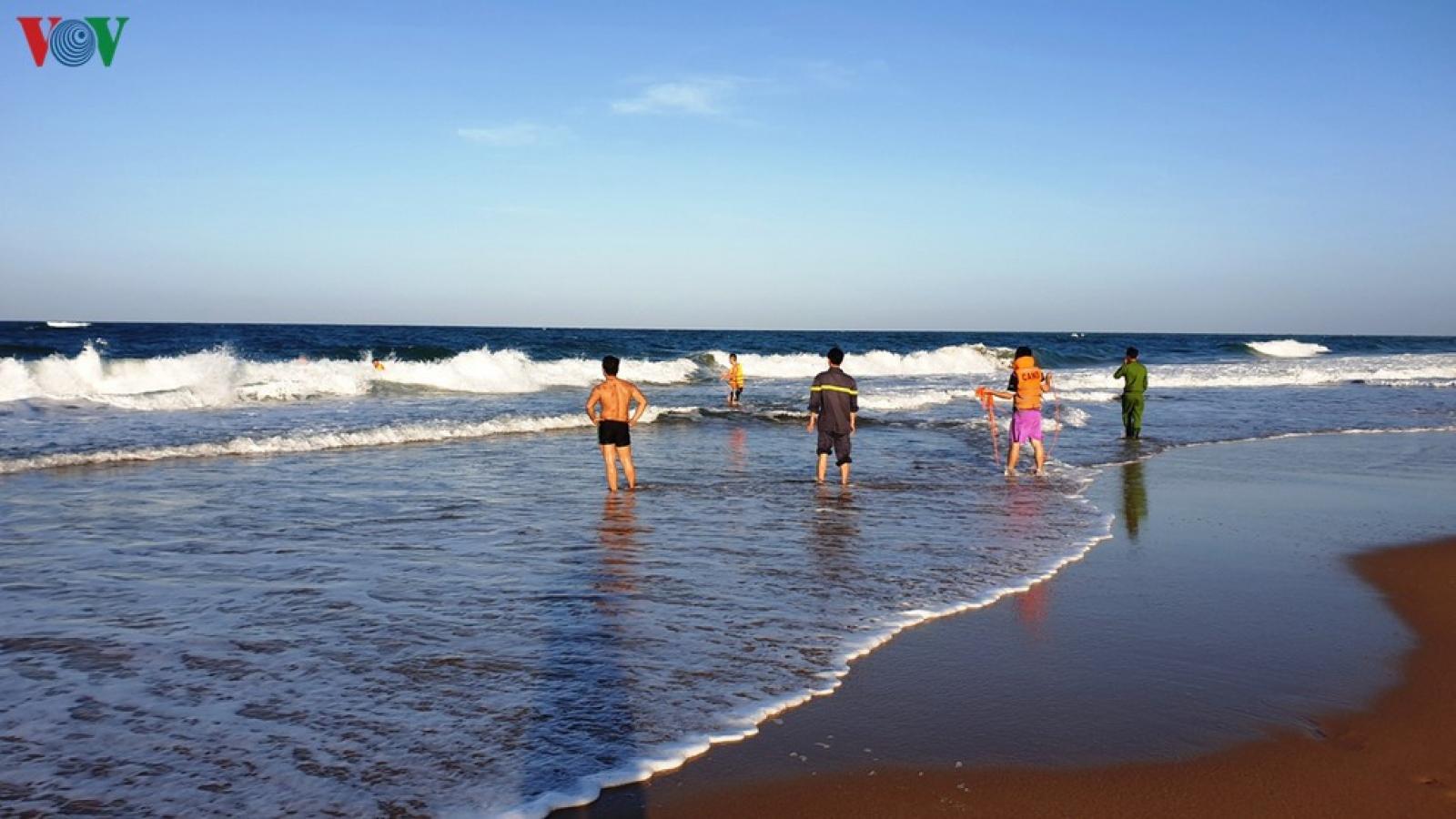 Tắm biển, 3 thanh niên chết đuối ở Quảng Nam