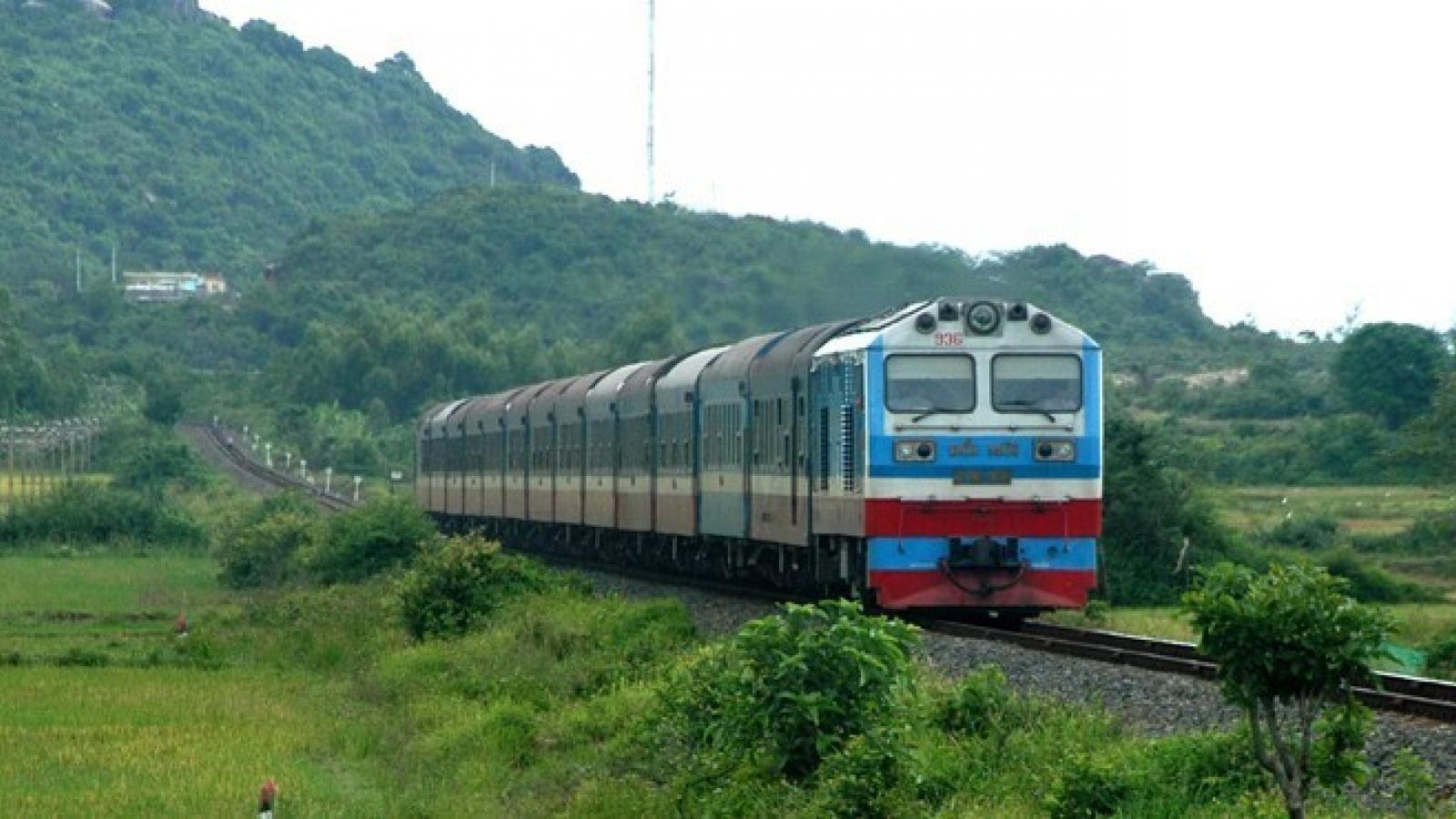 Lỗ 450 tỷ đồng trong 6 tháng đầu năm, Đường sắt Việt Nam sẽ làm gì?