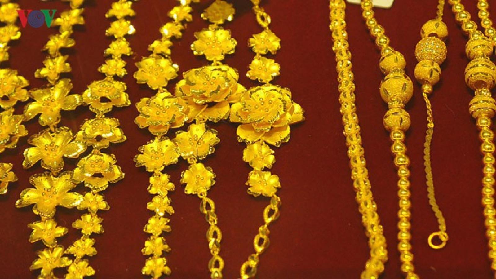 Giá vàng thế giới thấp hơn giá vàng SJC hơn 1 triệu đồng/lượng