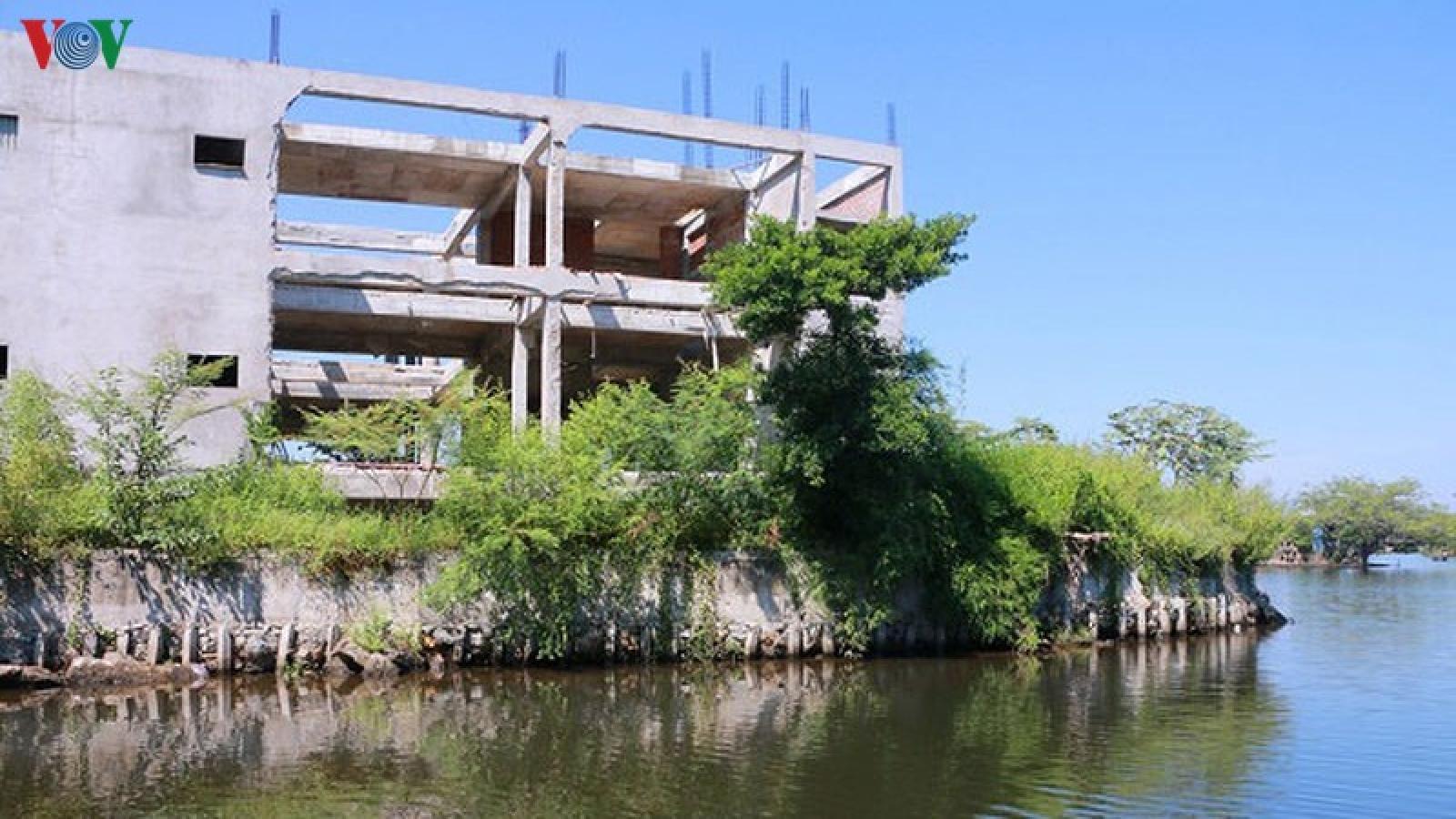 Chủ đầu tư chây ì tháo dỡ công trình phá vỡ cảnh quan sông Hương