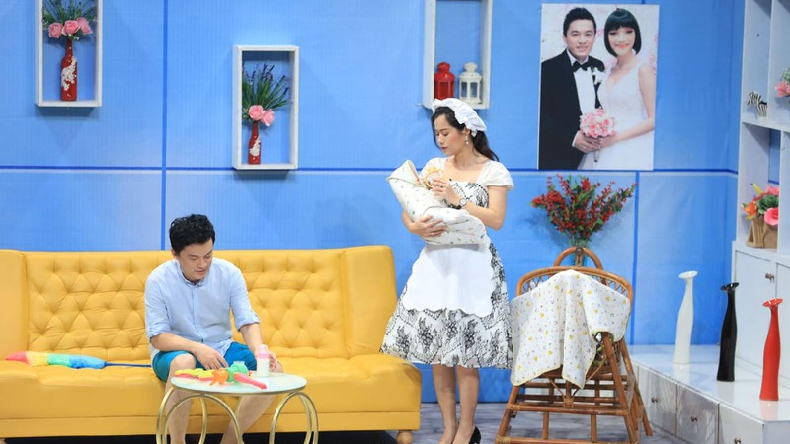 """Ca sĩ Lam Trường phản ứng bất ngờ khi bị Lâm Vỹ Dạ """"cưa cẩm"""", sà vào lòng"""