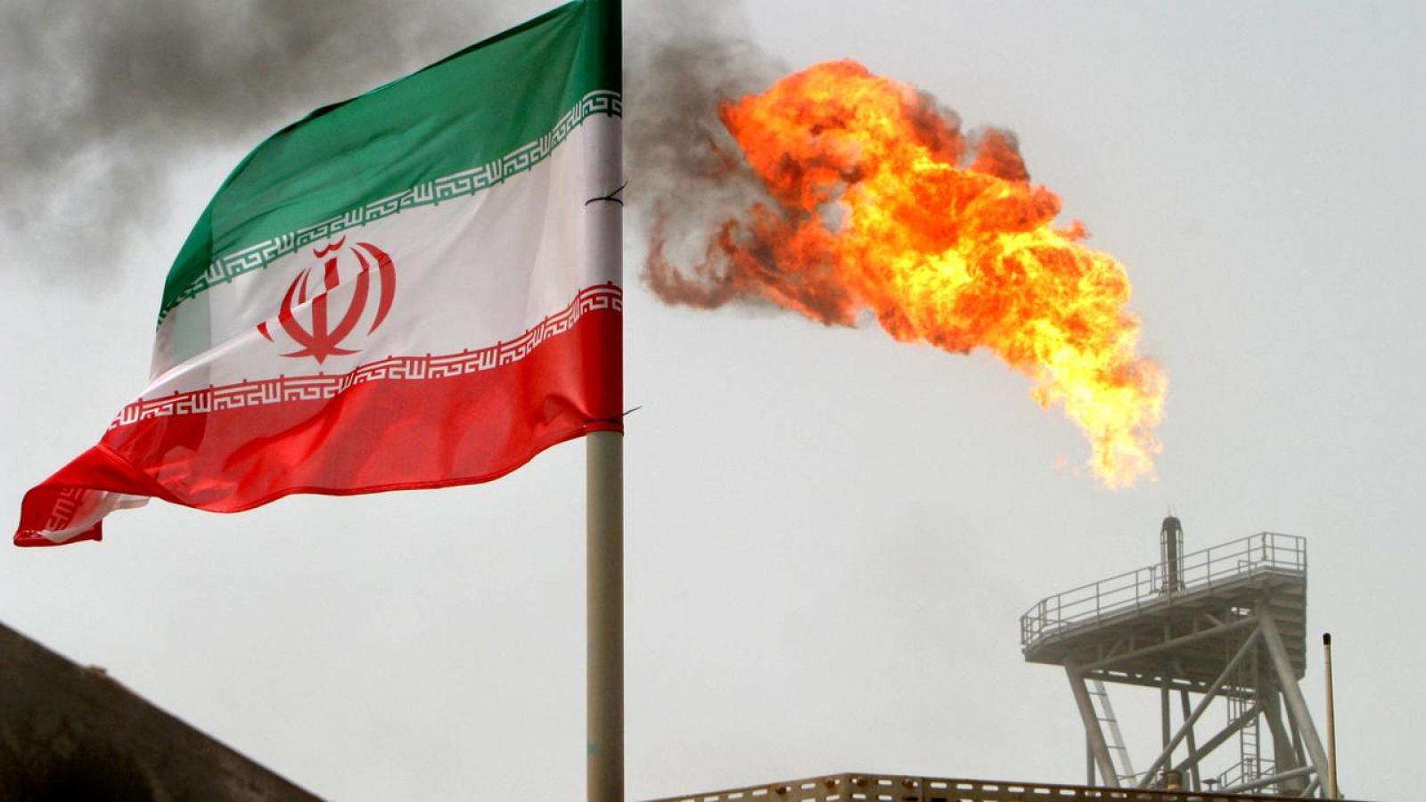 """Mỹ """"đeo bám"""" máy bay Iran ở Syria: Sóng gió mới trong quan hệ 2 nước"""