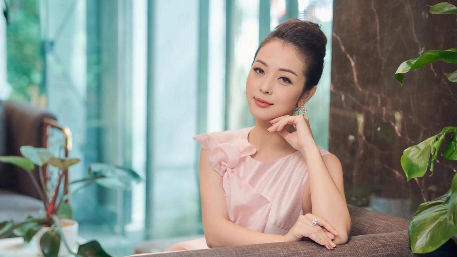 Jennifer Phạm trẻ trung, xinh đẹp trong đầm hồng công chúa